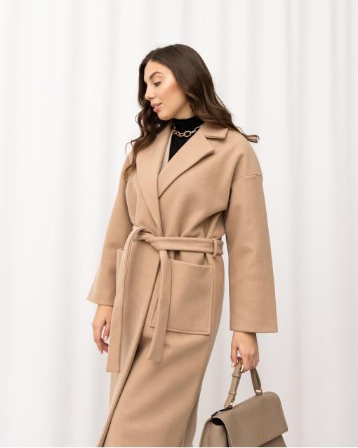 Пальто двубортное халатного кроя с поясом с накладными краманами