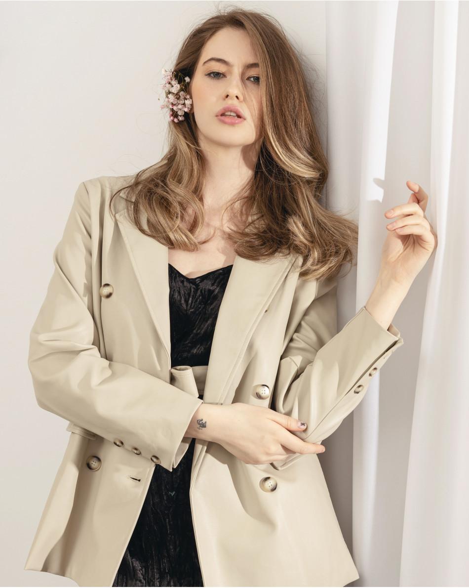 Пиджак двубортный с поясом и карманами