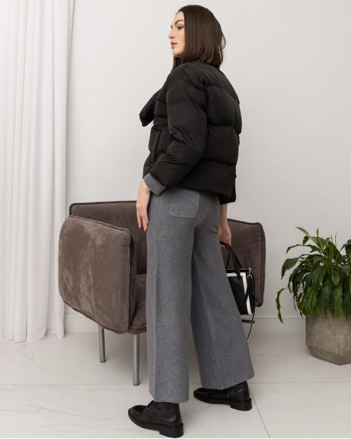 Куртка демисезонная со съемным шарфиком на клепках