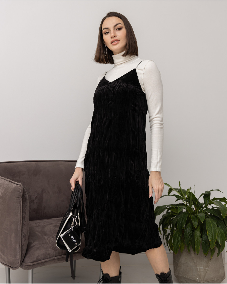 Платье-комбинация из бархата на тонких бретелях