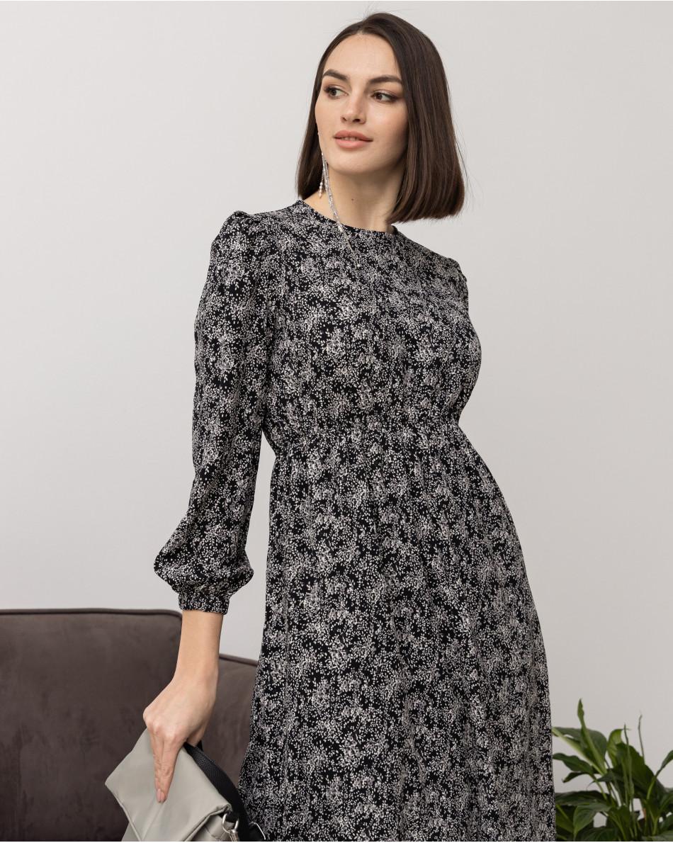 Платье в цветок лаванда с круглым вырезом и резинокй на талии