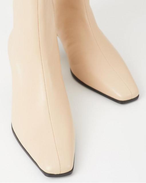 Ботинки демисезонные  на невысоком устойчивом каблуке