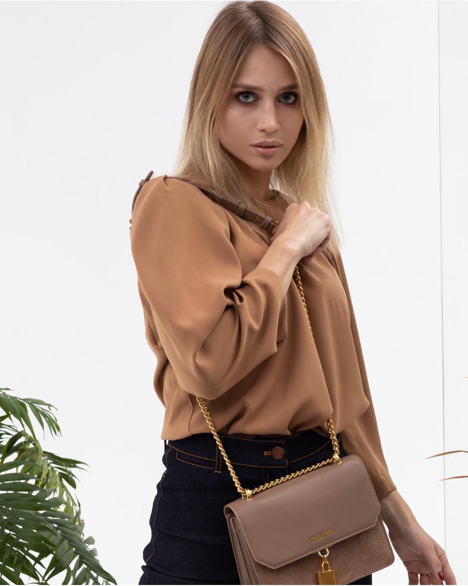 Блуза с защипами на рукавах