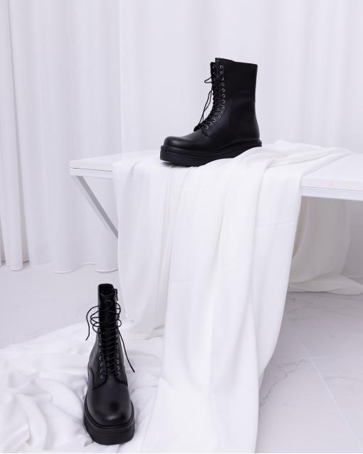 Ботинки демисезонные на шнуровке спереди