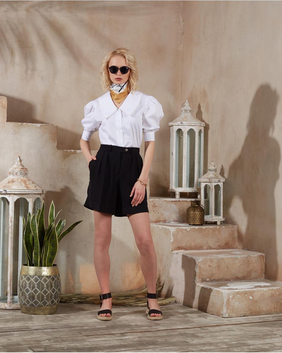 Блуза с шитьем на вороте