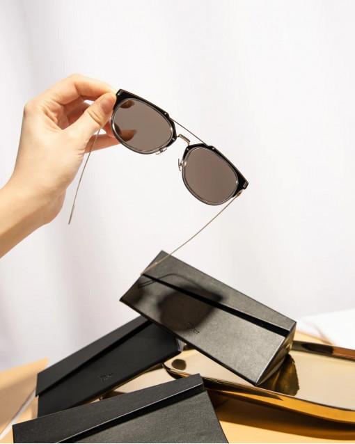 Очки солнцезащитные в тонкой оправе серебряного цвета