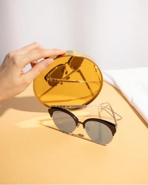 Очки солнцезащитные с синими линзами и узором в оправе