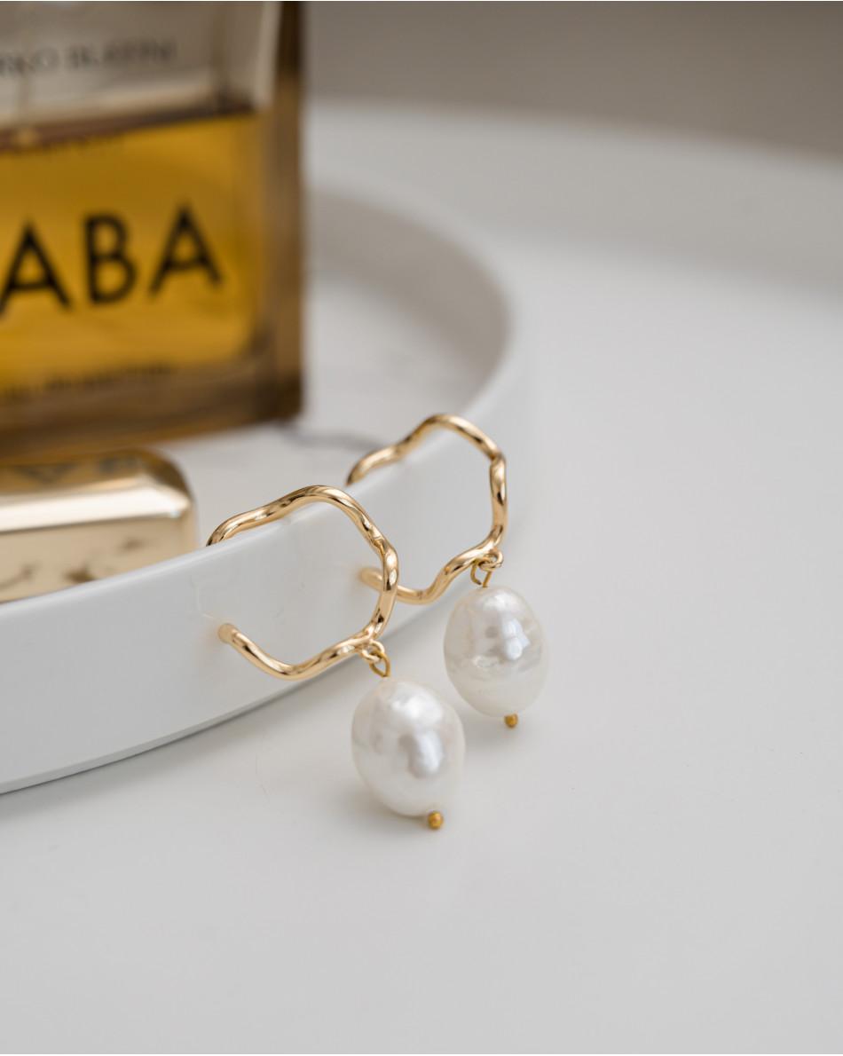 Серьги с барочным жемчугом белого цвета, швенза гвоздик-кольцо латунь с позолотой, длина изделия 5 см