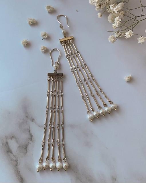 Серьги с речным жемчугом белого цвета, швенза петля латунь с позолотой, длина изделия 12 см