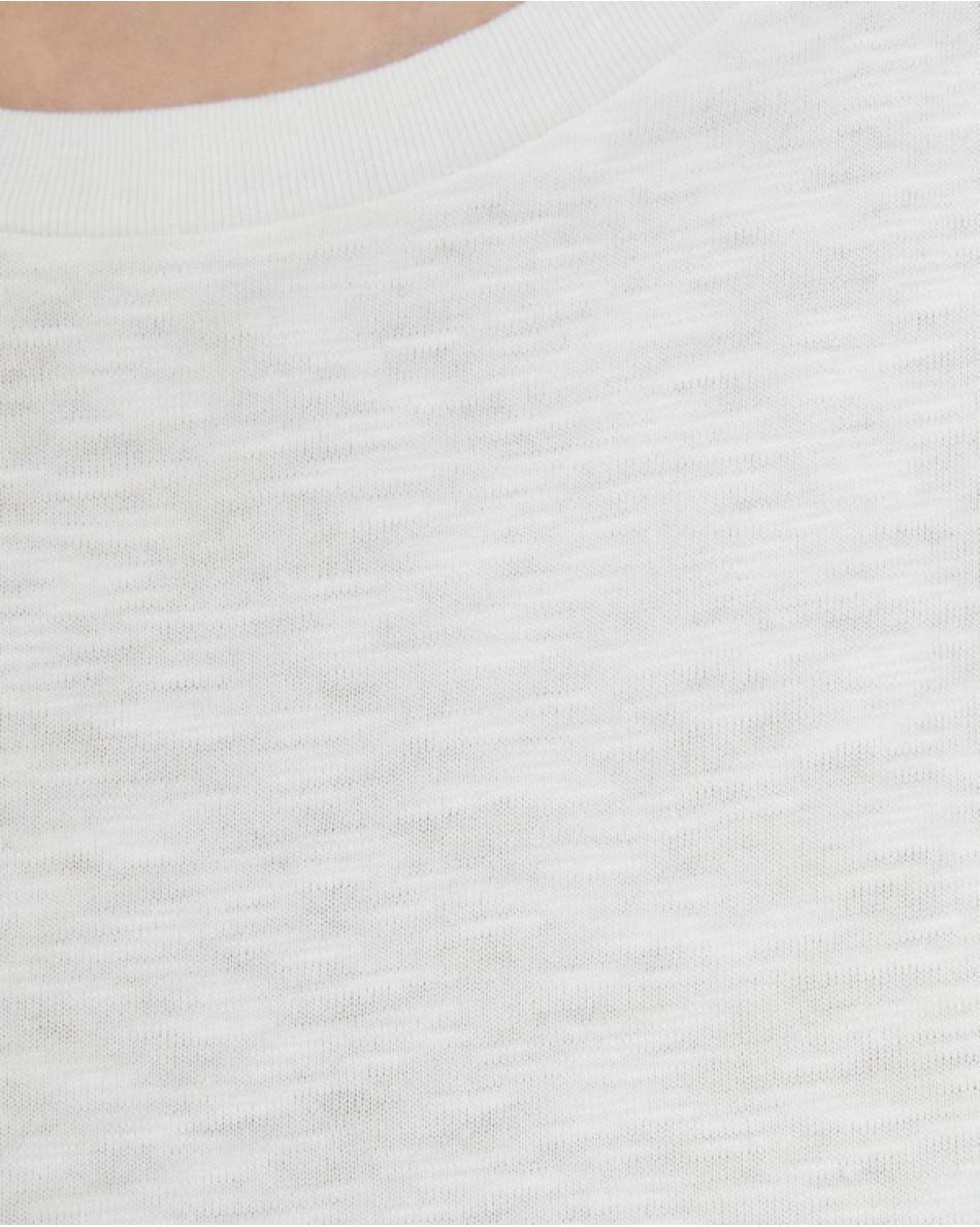 Майка с рюшей вдоль полотна