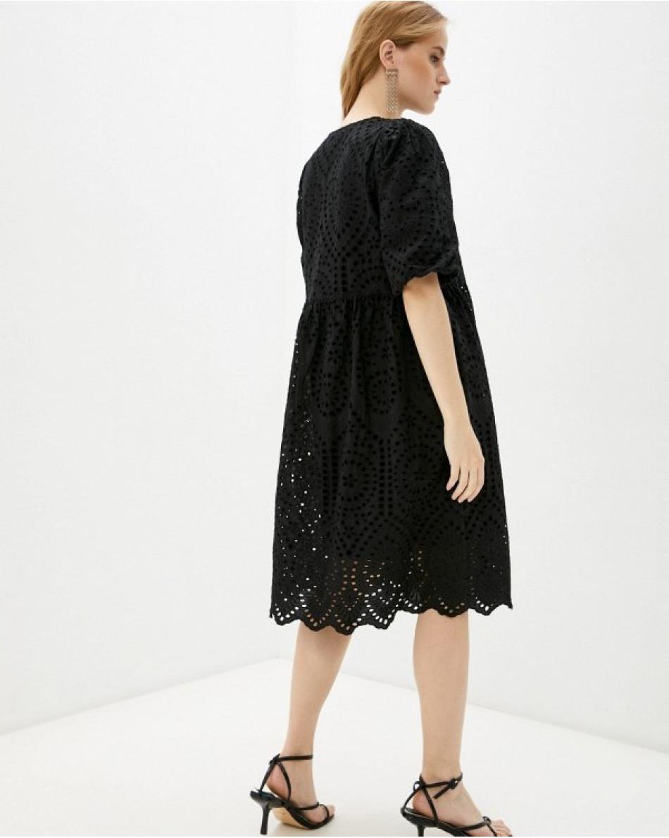 Платье из шитья с коротким рукавом свободного кроя