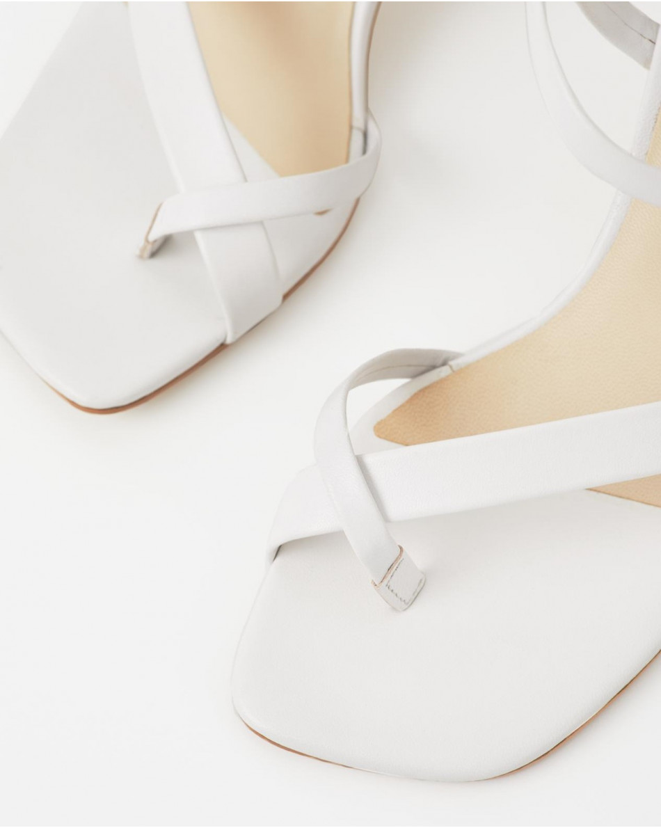 Босоножки открытые на каблуке из натуральной кожи