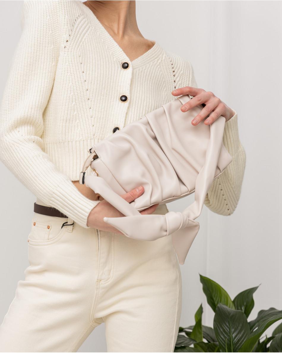 Кардиган укороченный с защипами на плечах и контрастными пуговицами