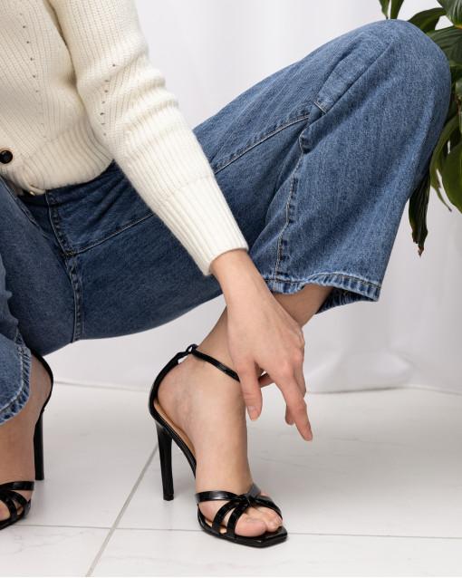 Босоножки лакированные на каблуке