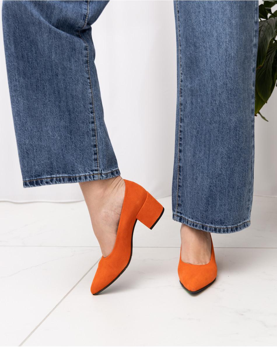 Туфли демисезонные из замши на устойчивом невысоком каблуке