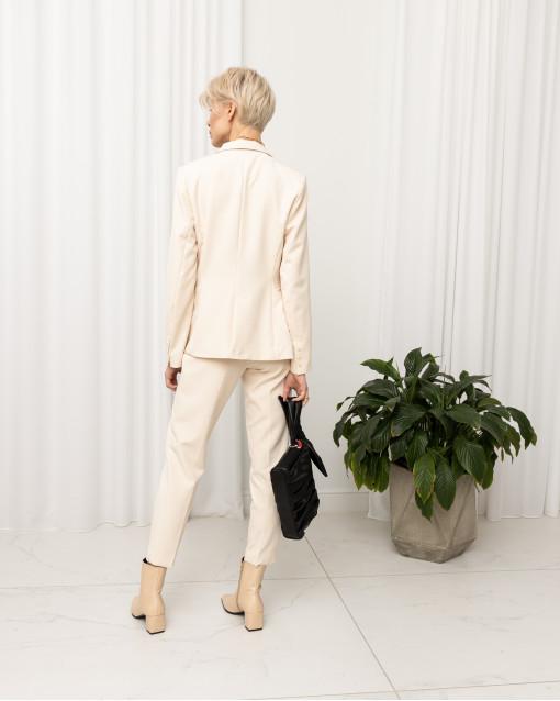 Костюм с жакетом двубортным на одной пуговице и брюками прямого кроя
