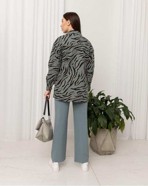 Куртка на пуговицах с нагрудными карманами с рисунком на полотне