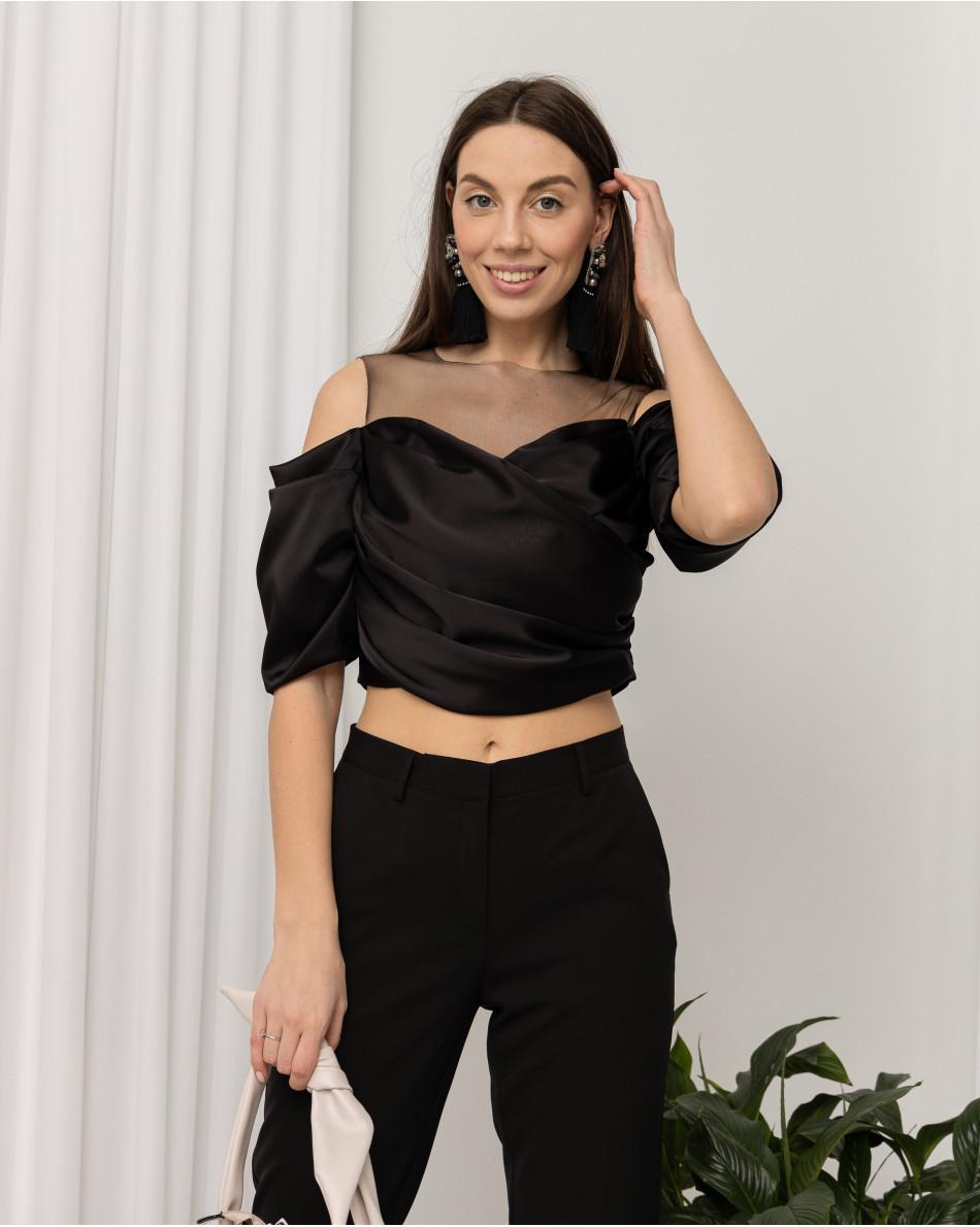 Блуза с открытыми плечами и вставкой из органзы