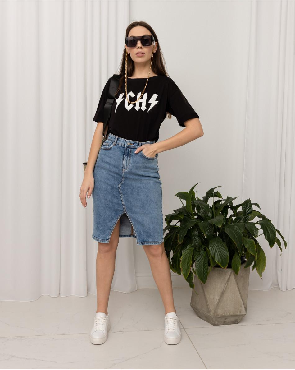 Юбка джинсовая прямого кроя с разрезом спереди