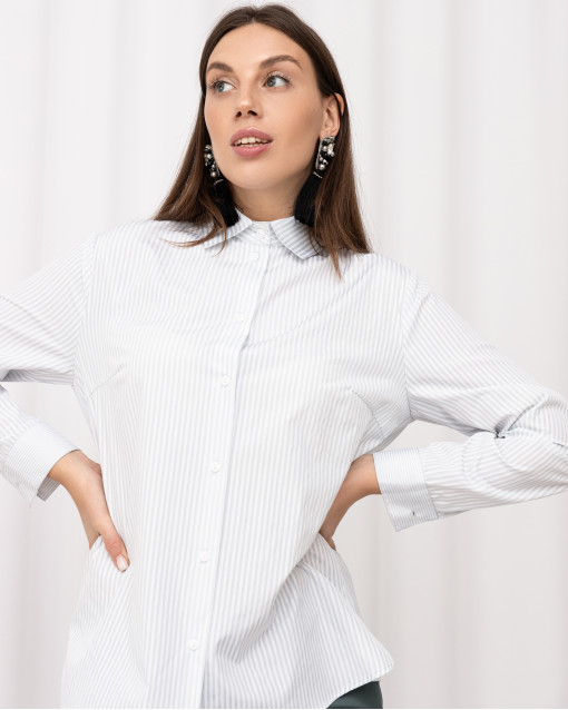 Блуза классического кроя в полоску