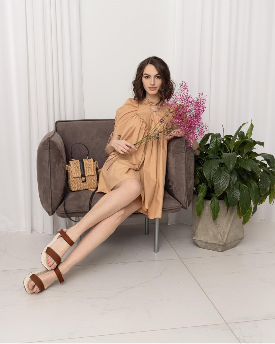 Платье-мини на шнуровке на груди и на рукавах