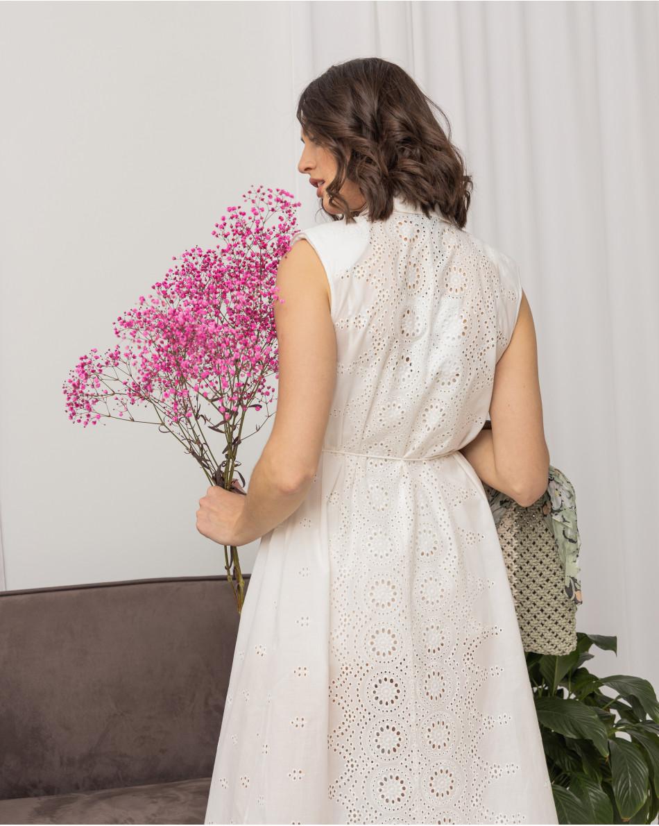 Платье рубашечного кроя из шитья без рукавов