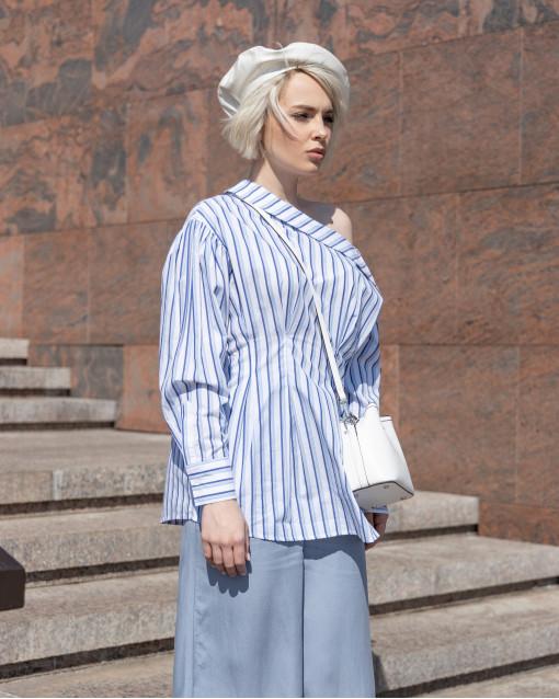 """Блуза с воротом """"лодочка"""" приталенного силуета с пуговицами на рукавах"""
