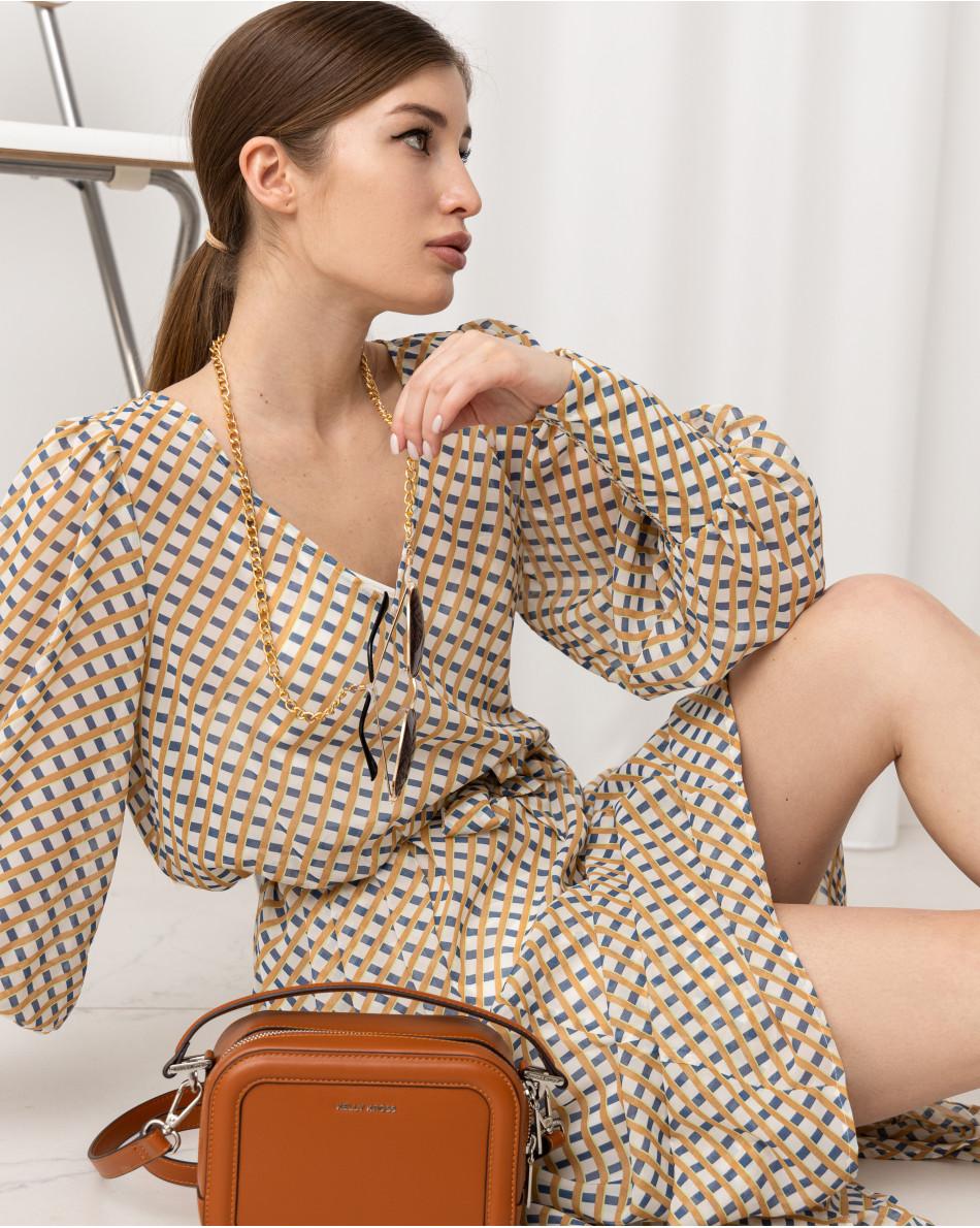 Платье с геометрическим рисунком с V-образным вырезом