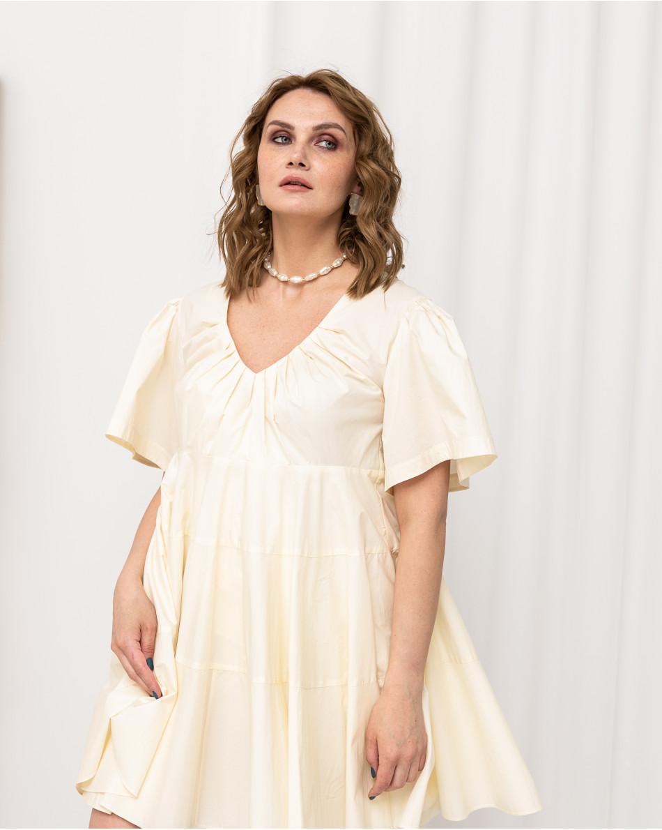 Платье-миди с резинкой на талии с V-образным вырезом
