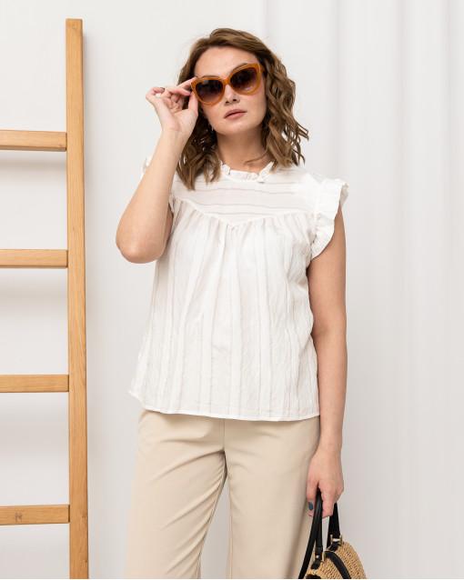 Блуза с рюшами на вороте и по линии плеча