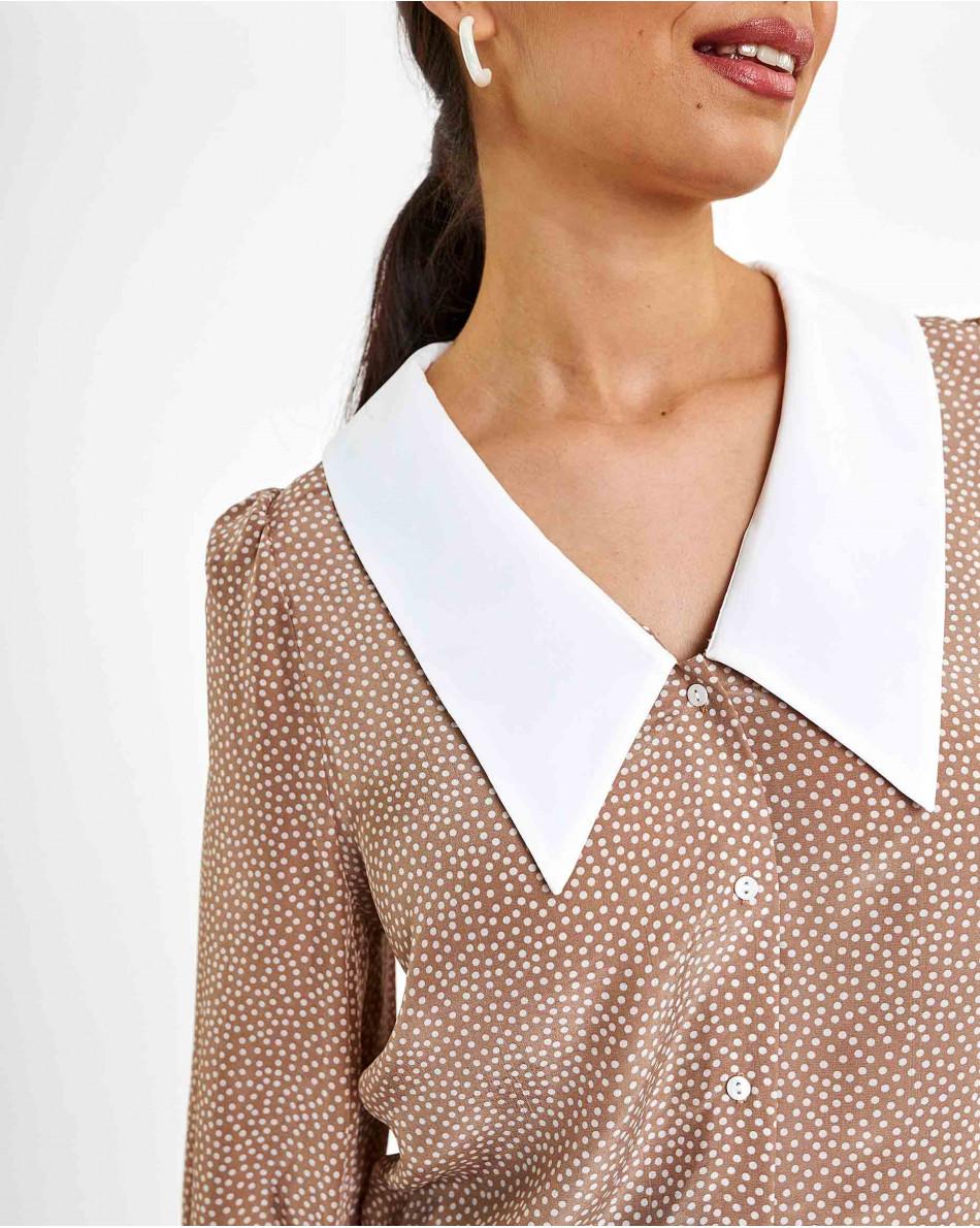 Блуза с белым воротом в горох