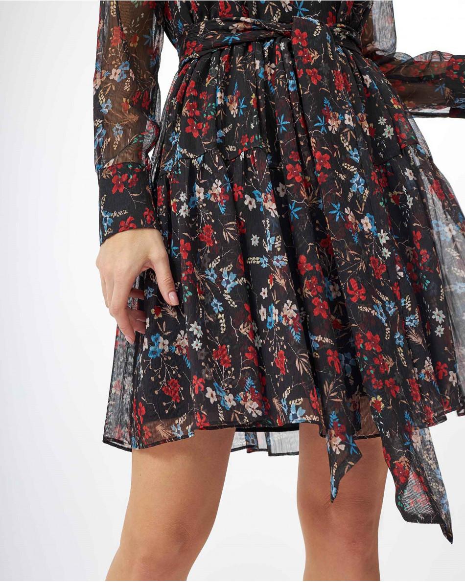 Платье в красный цветок