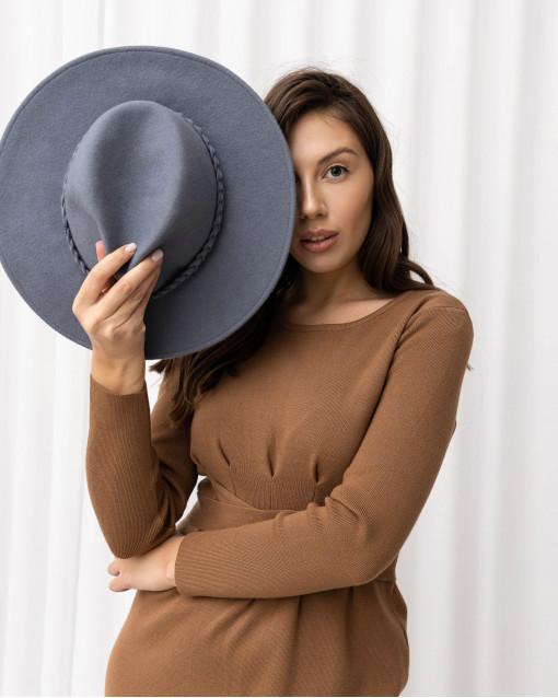 Шляпа ручной работы с плетнием косичка