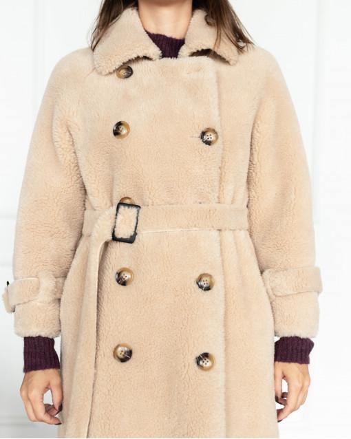"""Пальто двубортное из меха """"тедди"""" классического кроя с поясом"""