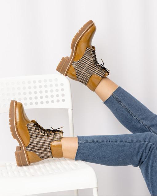 Ботинки с текстильной вставкой на шнуровке
