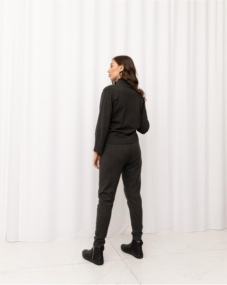 Костюм трикотажный джемпер с высоким горлом и широкими рукавами + брюки