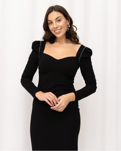 Платье - футляр облегающее фигуру с рукавами и красивой линией декольте