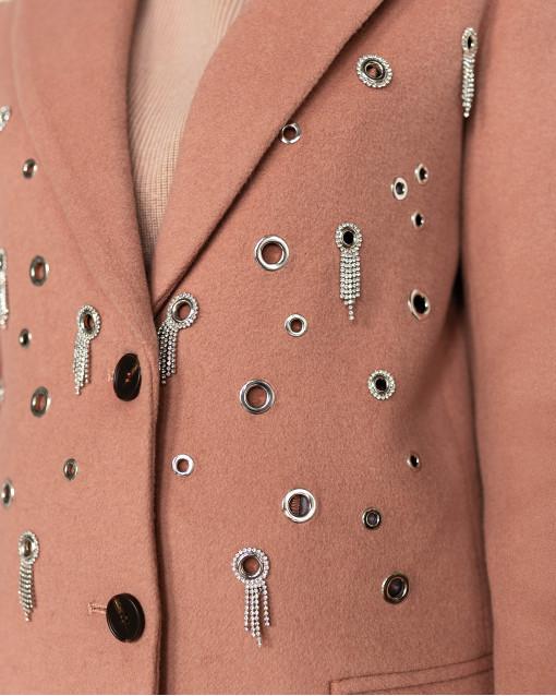 Пальто с отложным воротником с инкрустацией металлическими отверстиями и россыпью из страз
