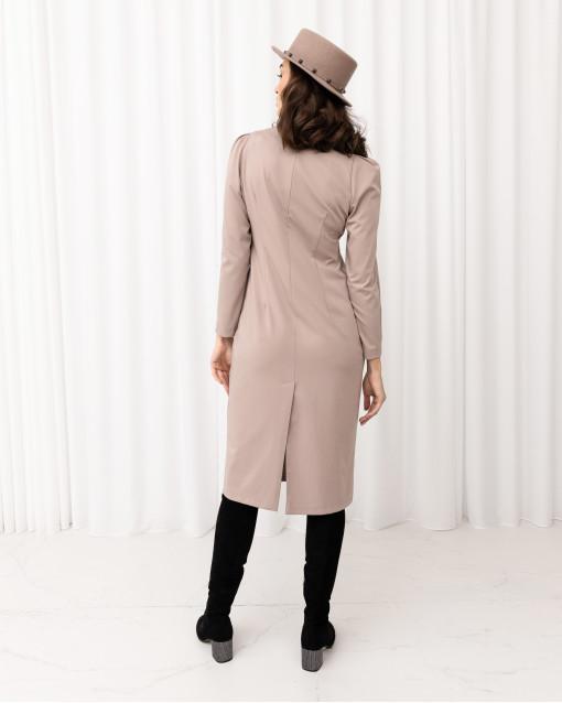 Платье слегка приталенное со сборкой на линии плеча