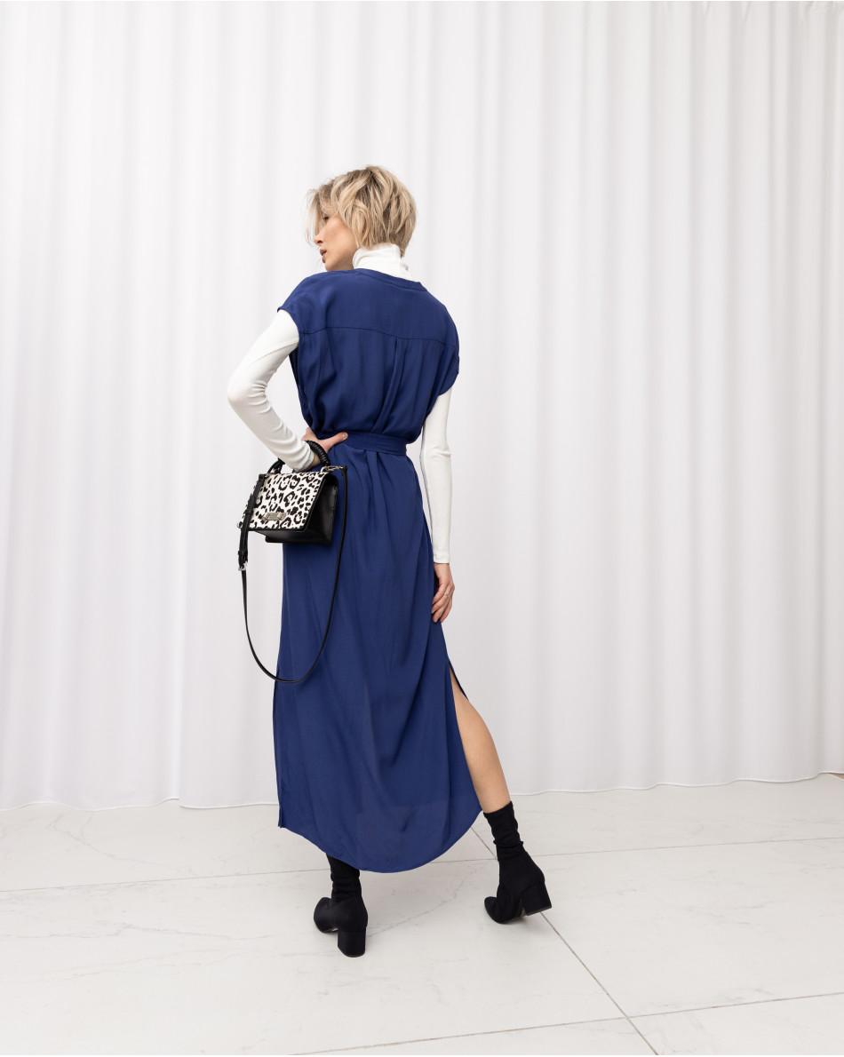 Платье-миди из красивой струящейся ткани с круглым воротом и с поясом