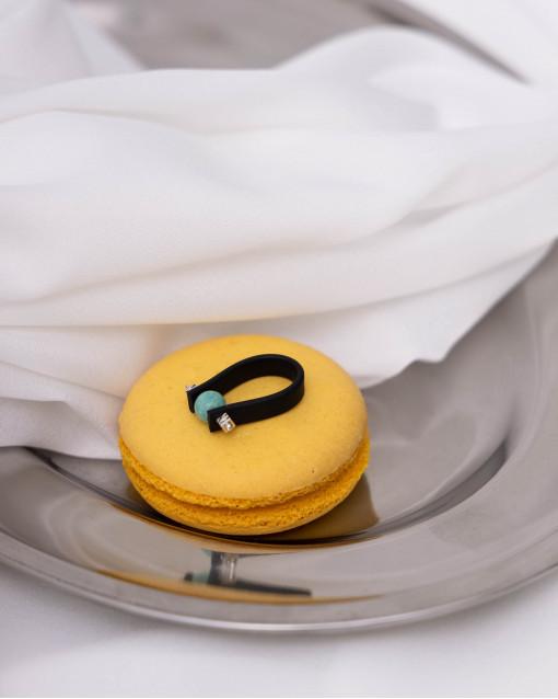 Кольцо из каучука с  лазуритом