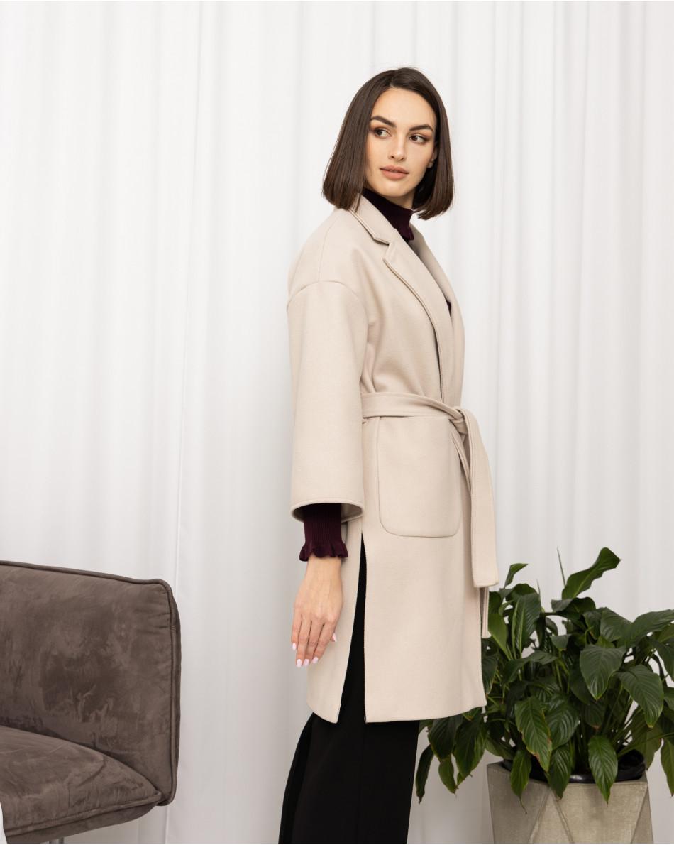 Пальто с поясом и карманами