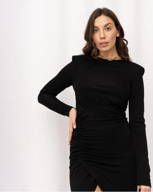 Платье-футляр со сборкой спереди и ассиметричным низом с разрезом