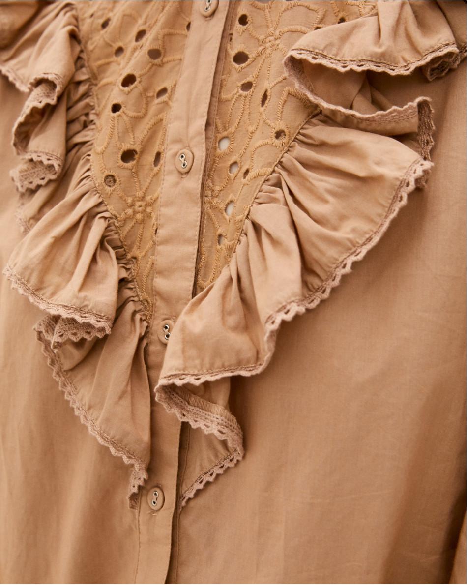 Блуза с шитьем и воланом