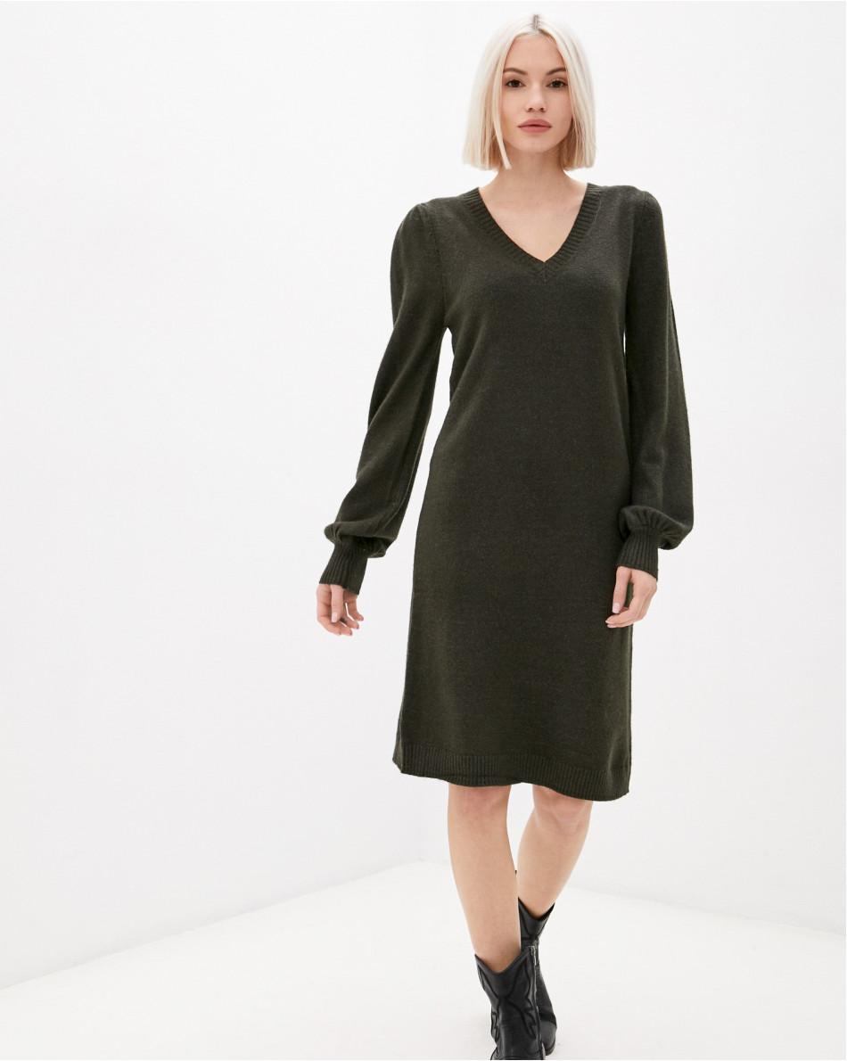 Платье трикотажное с V-вырезом