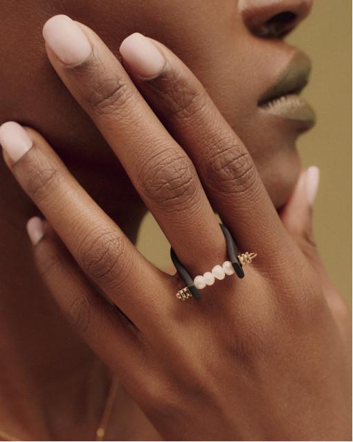 Кольцо из каучука с жемчугом