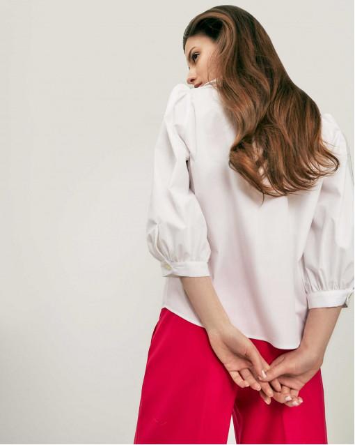 Блуза с глубоким воротом
