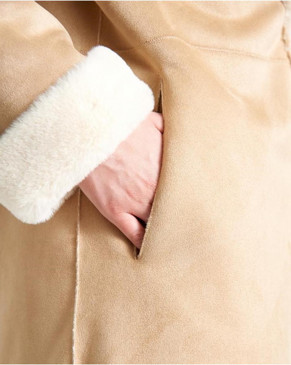 Пальто классического кроя из экомеха