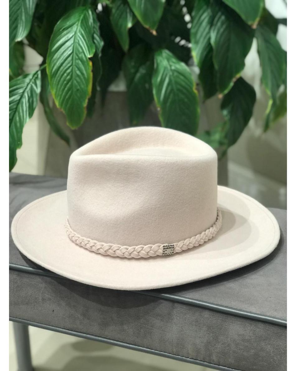 Шляпа с окантовкой плетения в виде косы